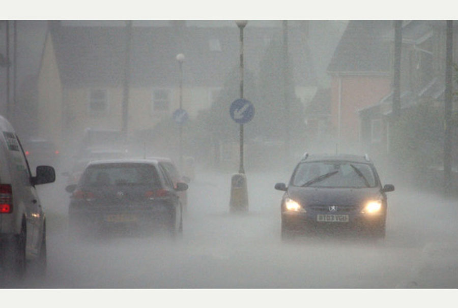 Heavy winds and rain lash Somerset as Met Office issues yellow weather warning 48895