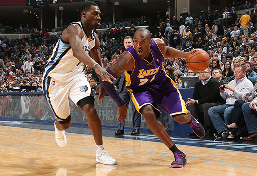Lakers' Kobe Bryant sidelined six weeks after suffering fracture in left knee 48923