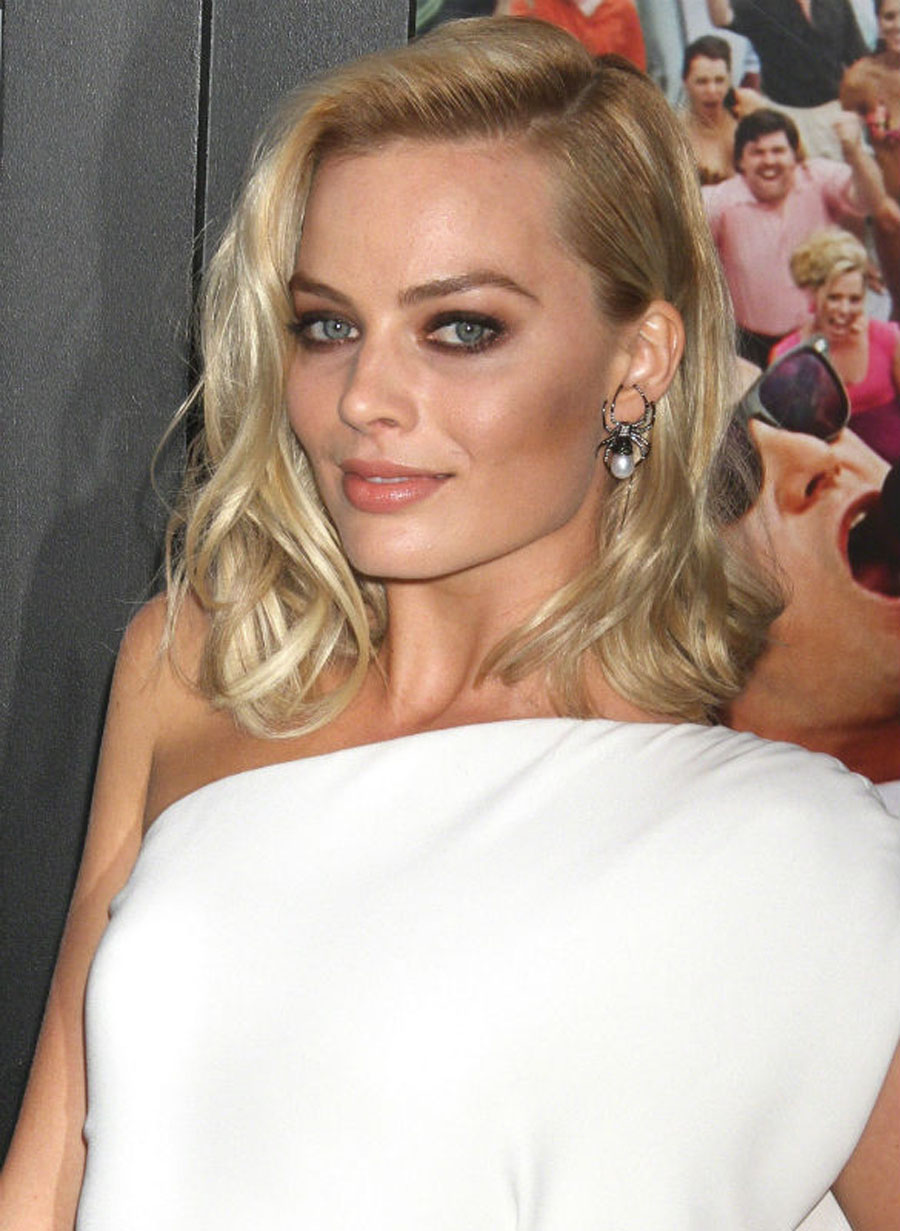 Margot Robbie Rocks $7,000 Spider Earrings As She Steals The Show At Wolf Of Wall Street Premiere 48942