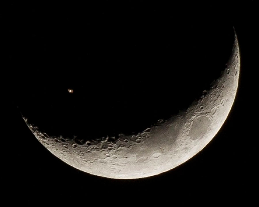 Wow! International Space Station Passes By Crescent Moon in Amazing 49095