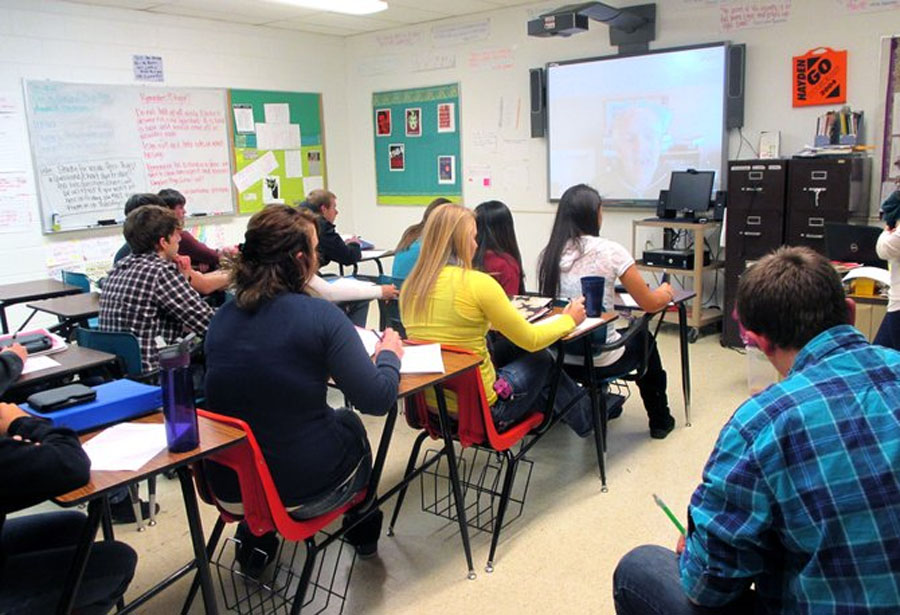 Skype connects best-selling author with Hayden High School English students 49118