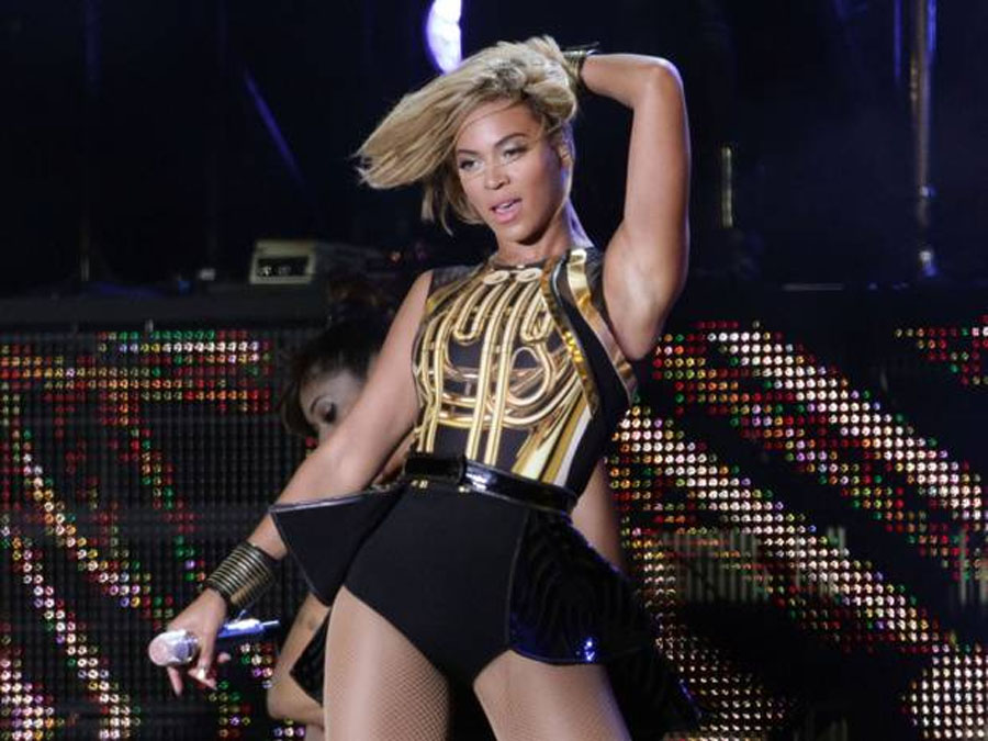 Beyonce breaks iTunes record with new album 49122