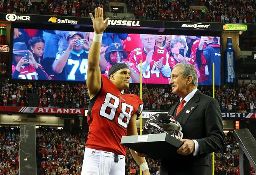 Tony Gonzalez plays his last game 49256