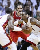 Joakim Noah kept his eyes on the ball as Chris Bosh of the Heat moved in front in the third quarter. 34825