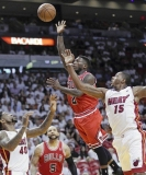 [Pin It]  Nate Robinson aims a floater toward the basket against the Heat in the first half. 34826