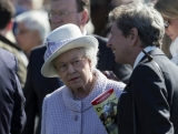 The Queen At Newbury Races 36305