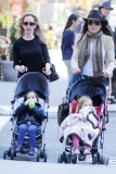 Bethenny Frankel Walks With Her Daughter 36787
