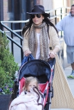 Bethenny Frankel Walks With Her Daughter 36795
