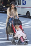 Bethenny Frankel Walks With Her Daughter 36813