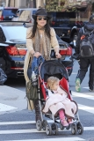 Bethenny Frankel Walks With Her Daughter 36824