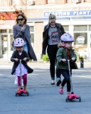 Sarah Jessica Parker Takes Her Twins to School 38666