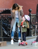 Sarah Jessica Parker Takes Her Twins to School 38748