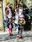 Sarah Jessica Parker Takes Her Twins to School 38769