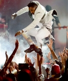"Miguel hurt fans of ""Adorn"" performance 39849"