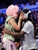 They even kiss in public ... 40336