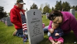 America honors war dead on Memorial Day 43676
