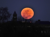 Supermoon rises in weekend night sky 44581