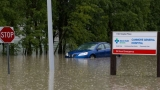 Canada floods kill 3, force thousands to flee homes 44585