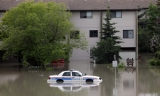 Flooding kills 3, forces 75,000 from Calgary homes 44586
