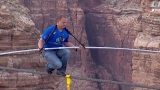 Nik Wallenda walks tightrope 450m above Grand Canyon  R 44591