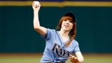 Carly Rae Jepsen's disastrous 1st pitch goes viral 45227
