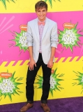 Fred star Lucas Cruikshank comes out on YouTube as he answers questions from fans in video 46173