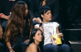 Rihanna looks bored during Miley Cyrus, Drake performances 46337