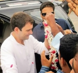 Rahul Gandhi on Narendra Modi's turf, says he is ​follower of Mahatma Gandhi's ideas 47035