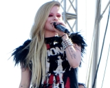 Avril Lavigne Debuts Eerie Video For 'Let Me Go' With Husband Chad Kroeger 47374