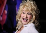 Singer Dolly Parton slightly injured in car accident 47491