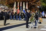 How are Veterans Day and Memorial Day different? 47942