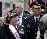 Parade up Fifth Ave. draws thousands to honor the brave, kicked off by first female four-star general 47943