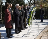 Barack Obama, Bill Clinton pay tribute at JFK's grave during day of remembrance 48187