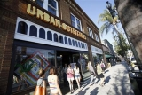 Urban Outfitters warns of margin pressure in holiday season 48570