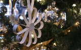 making paper flowers decorated Christmas tree 48683