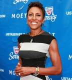 Robin Roberts Thanks Longtime Girlfriend, Family As She Celebrates Major Cancer Milestone 49255